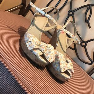 Beautiful size 8 floral cork screw wedges